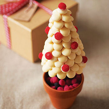 NOTHS White choc pebble xmas cone tree - Sweet tree by rivera 29.99