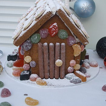 NOTHS Gingerbread xmas house kit - cat whiskers cake design 25.jpg 2